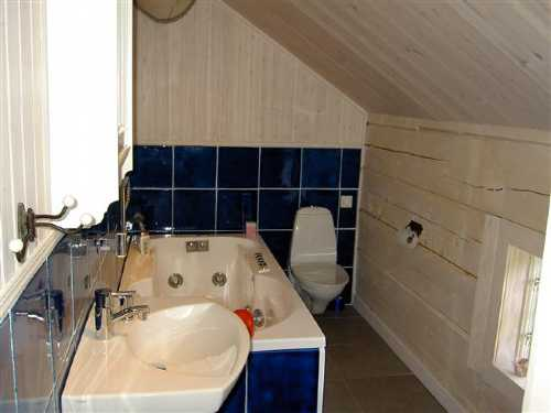 Badrum 2 ö.v./ Bathroom 2 upper floor
