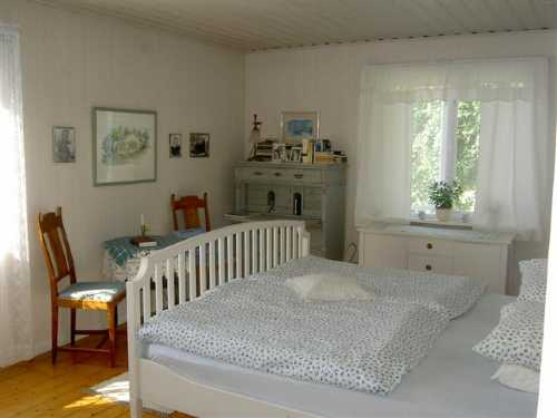 Sovrum 1 med dubbelsäng / Bedroom 1 with kingsize bed