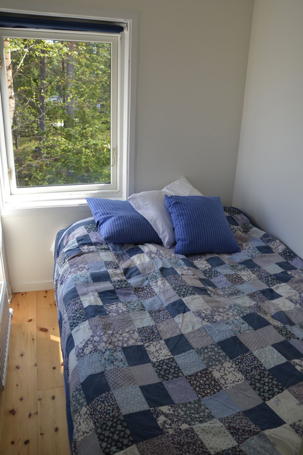 Sovhytt med mindre dubbelsäng/ Sleeping cabin with double bed 140*200 cm