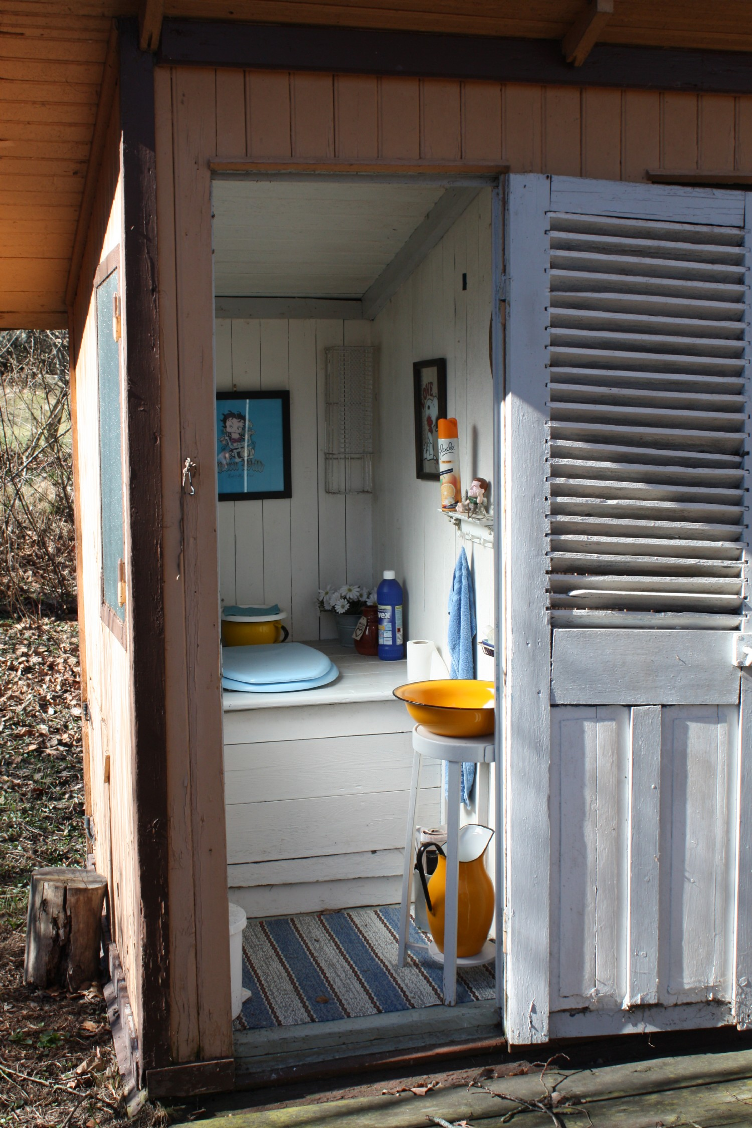 Utedass/ Outhouse