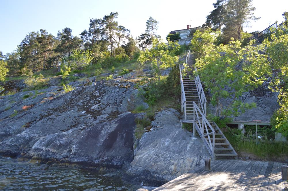 Trappor till bryggan/ Stairs to the private jetty