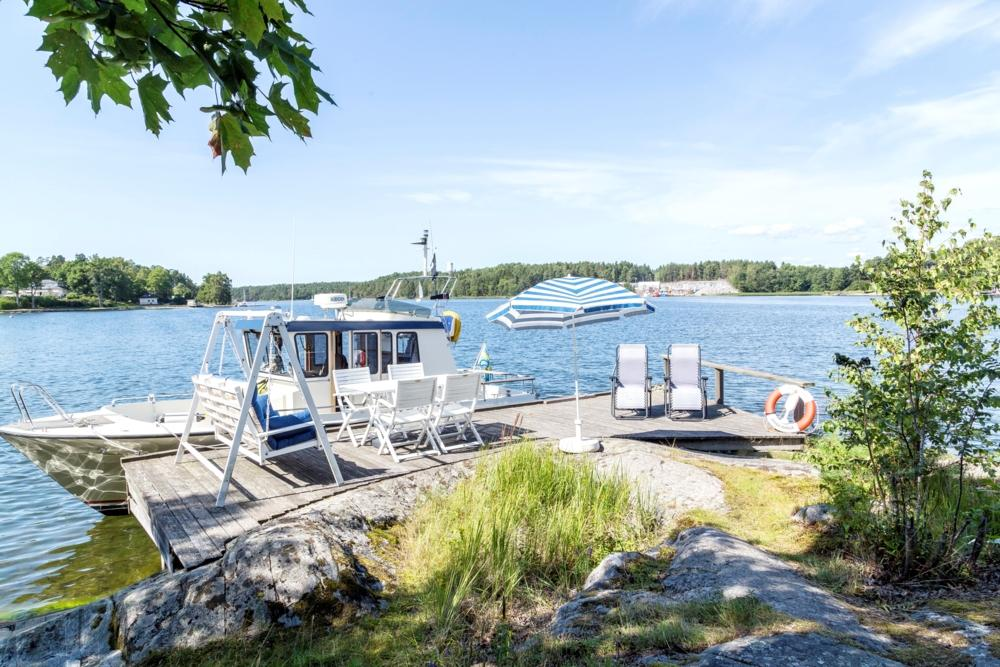 PRivat brygga med soldäck/ private jetty and sundeck